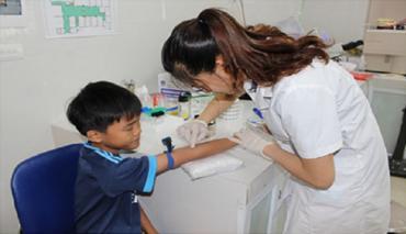 TP HCM: Khuyen cao phu huynh dua con em tiem vac xin phong ngua cac benh truyen nhiem