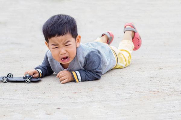 Trẻ té ngã, coi chừng chấn thương thận